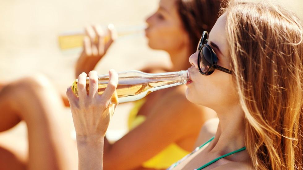 Care sunt riscurile la care te spui dacă consumi alcool înainte de a împlini 15 ani