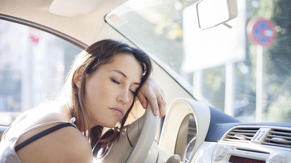 10 trucuri care te ajută să nu adormi la volan