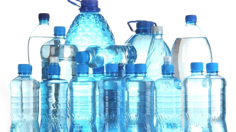 Ce se întâmplă dacă depozitezi apa în sticle mai vechi