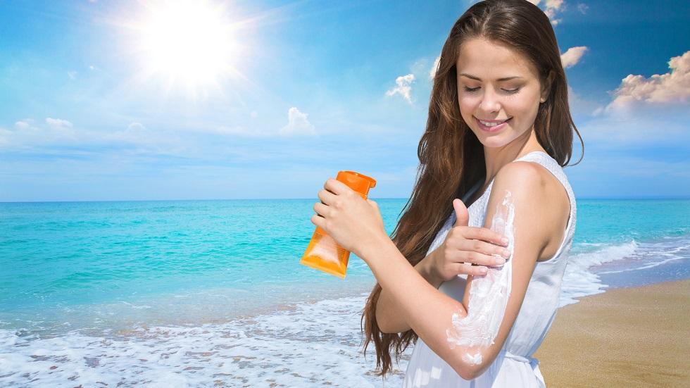 aplicarea cremei cu factor de protecție solară