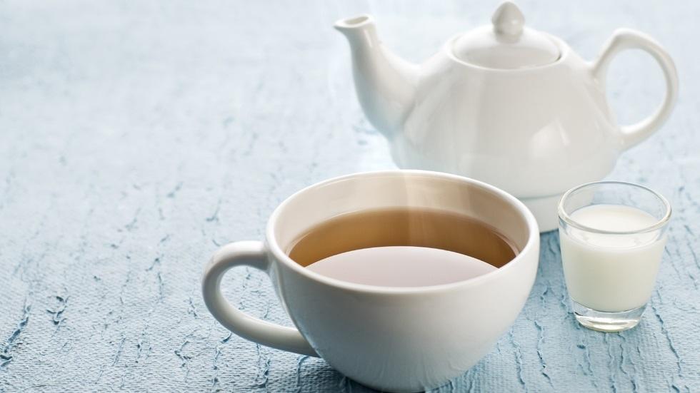 Motivul pentru care englezii pun mereu lapte în ceai
