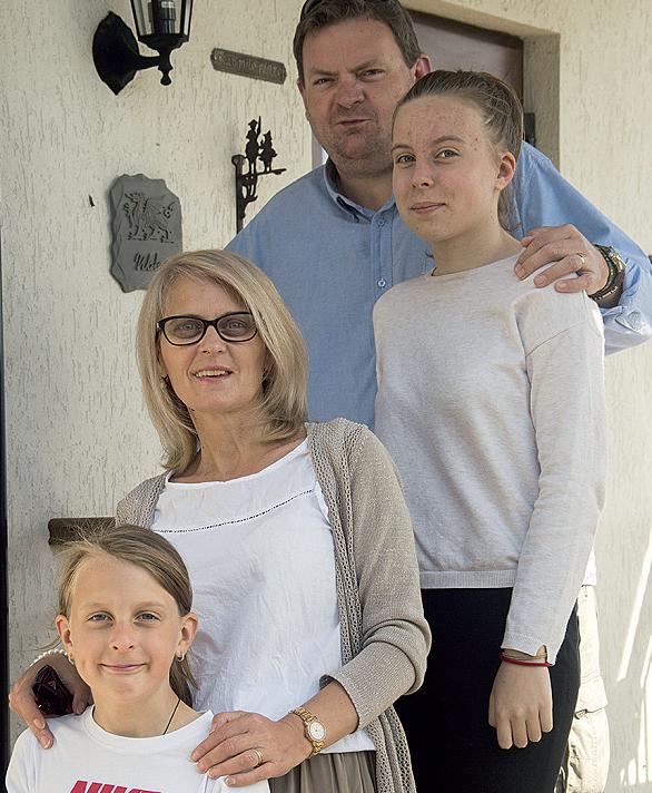 marcela oconnor cu sotul si fiicele