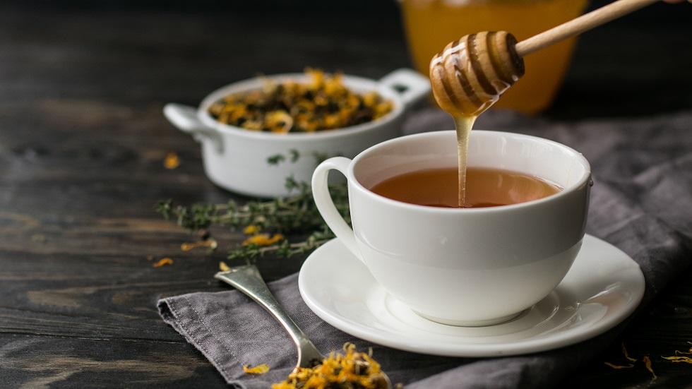 De ce nu e bine să pui miere în băuturile fierbinți