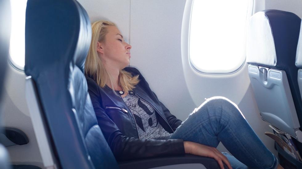 De ce somnul în avion ne afectează auzul