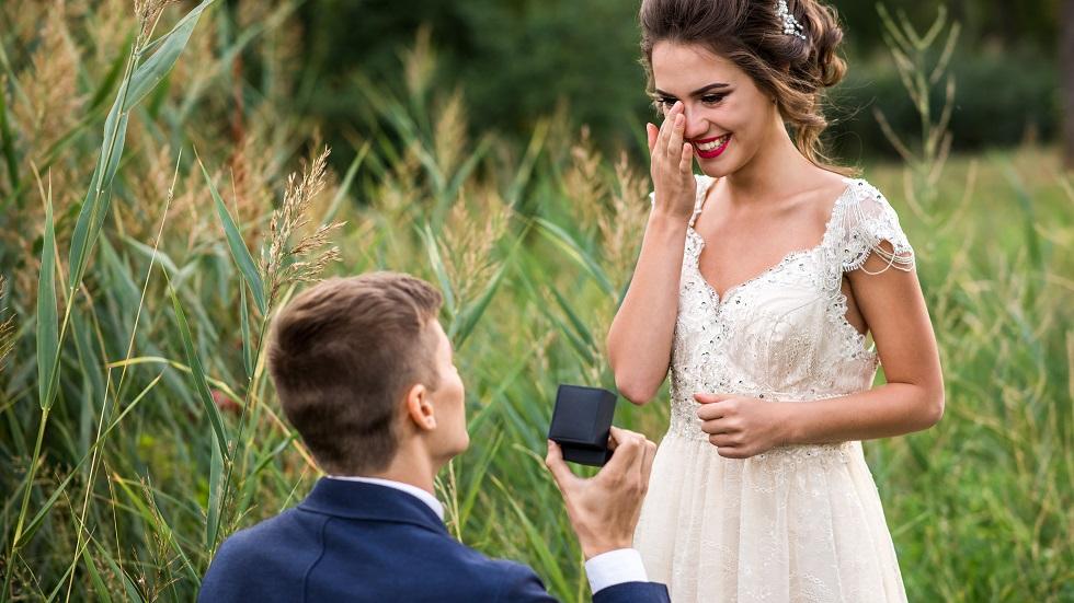 Semnele care îți arată că urmează să fii cerută de soție