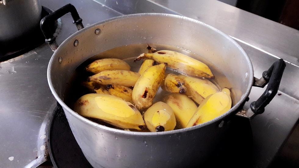 Ce se întâmplă atunci când consumi apa în care au fiert bananele
