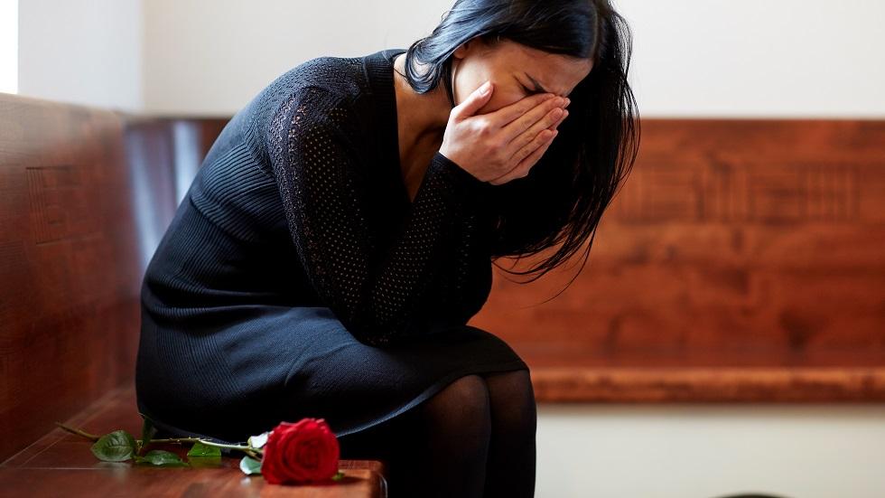 Este sau nu bine să plângem atunci când moare cineva