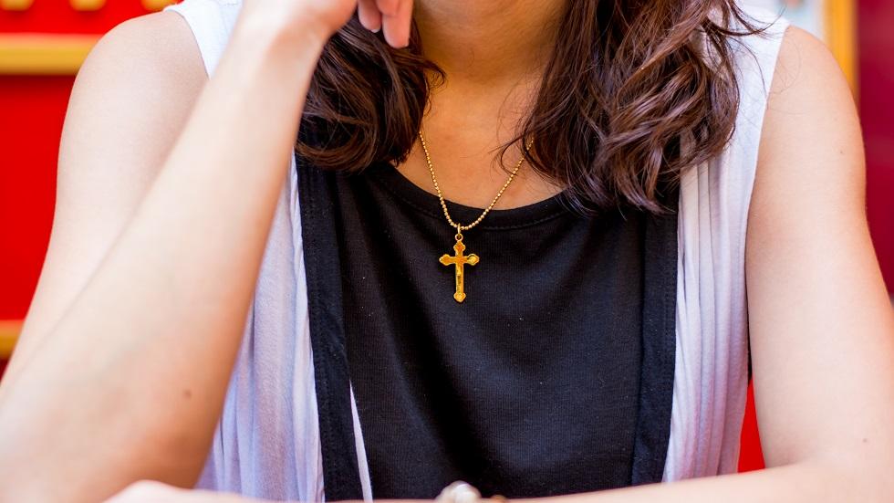 De ce este bine să purtăm o cruciuliță la gât