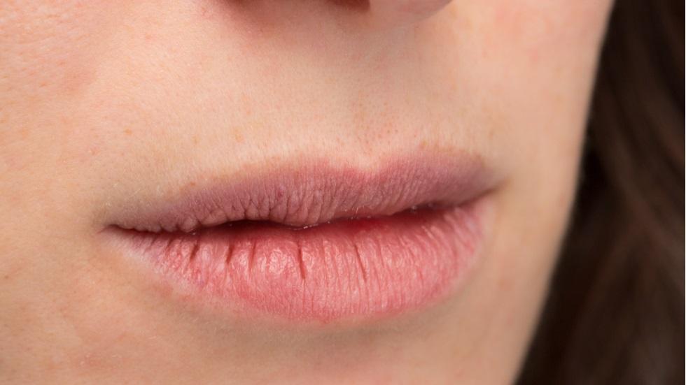 Obiceiurile la care trebuie să renunți dacă ai buzele uscate