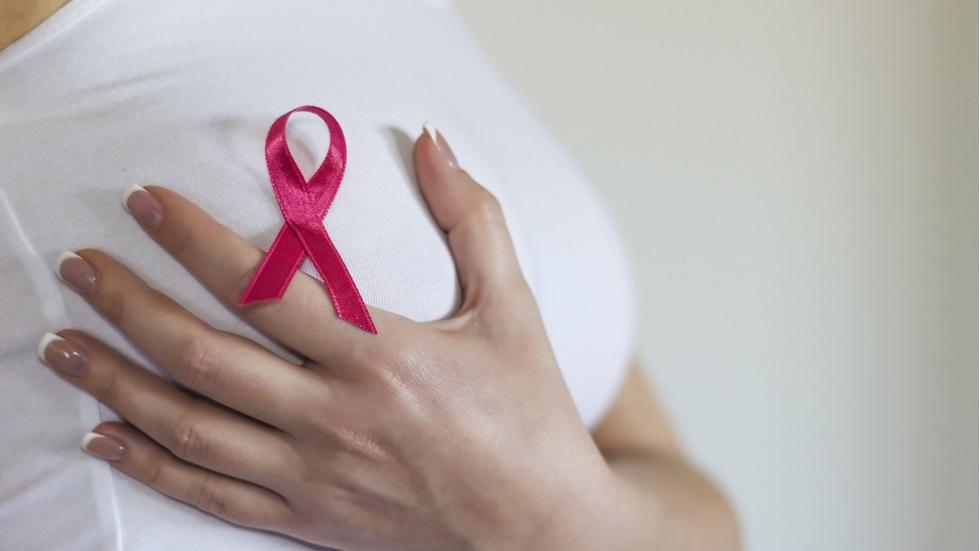 Cum îți palpezi sânii corect pentru a preveni cancerul mamar