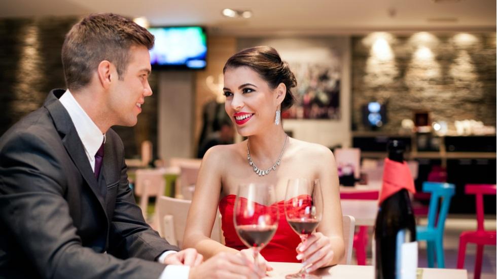 5 întrebări pe care trebuie să le pui încă de la prima întâlnire