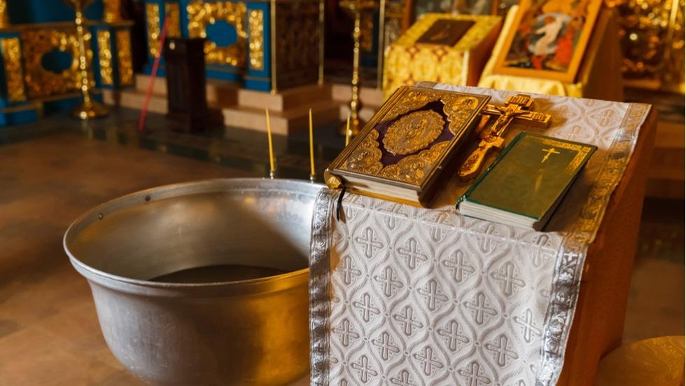 Cât timp poate fi consumată apa sfințită de Izvorul Tămăduirii