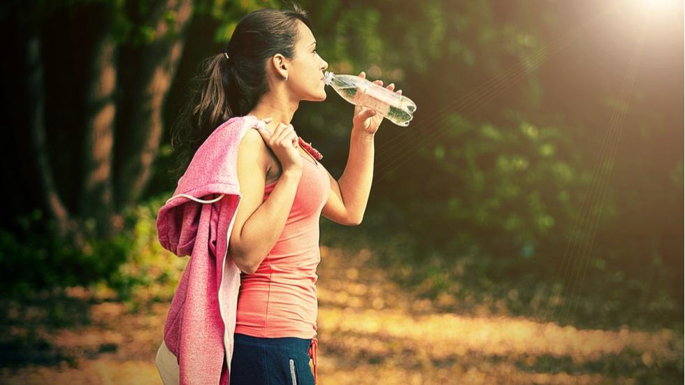 Ce riști dacă nu te hidratezi suficient atunci când faci sport