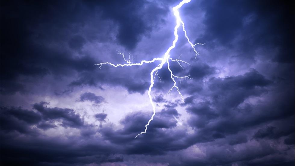 Cod galben de ploi, descărcări electrice și intensificări ale vântului
