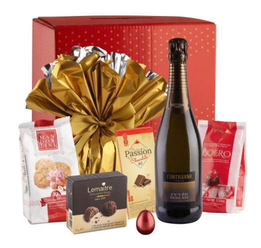 Coșuri cadou de Paște-pachet cu vin și dulciui din ciocolată