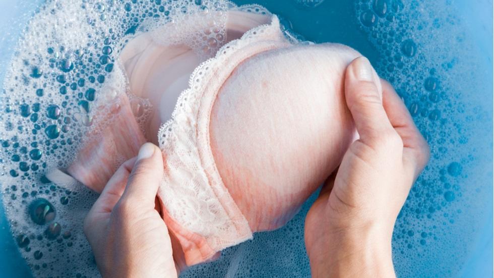 Cât de des ar trebui să speli sutienul