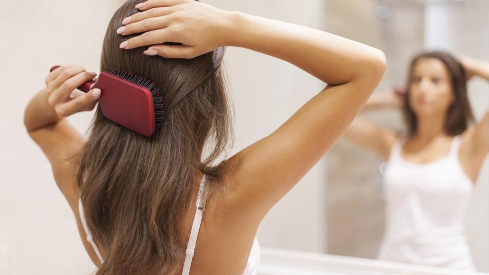 cât de des ar trebui să îți schimbi peria de păr