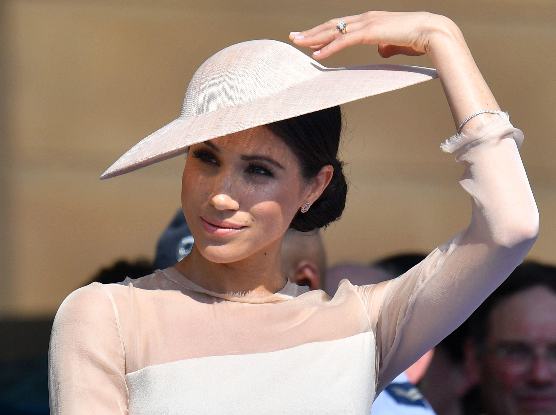 Noua Ducesă De Sussex Face Furori Rochia Purtată De Meghan Markle