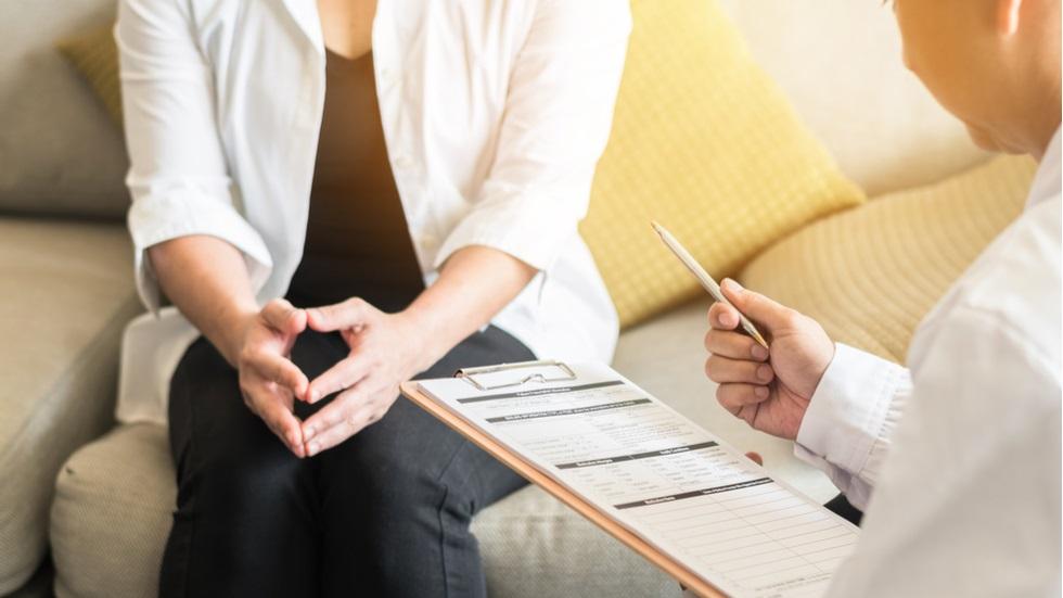 4 factori care pot duce la dezvoltarea cancerului ovarian