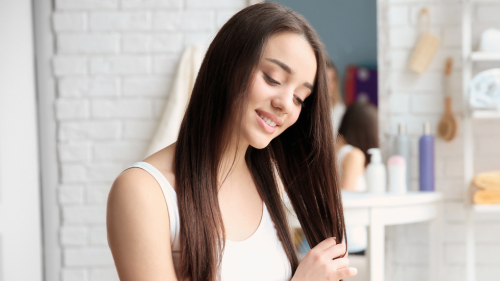 Cum te ajută oțetul de mere să ai un păr sănătos și mătăsos