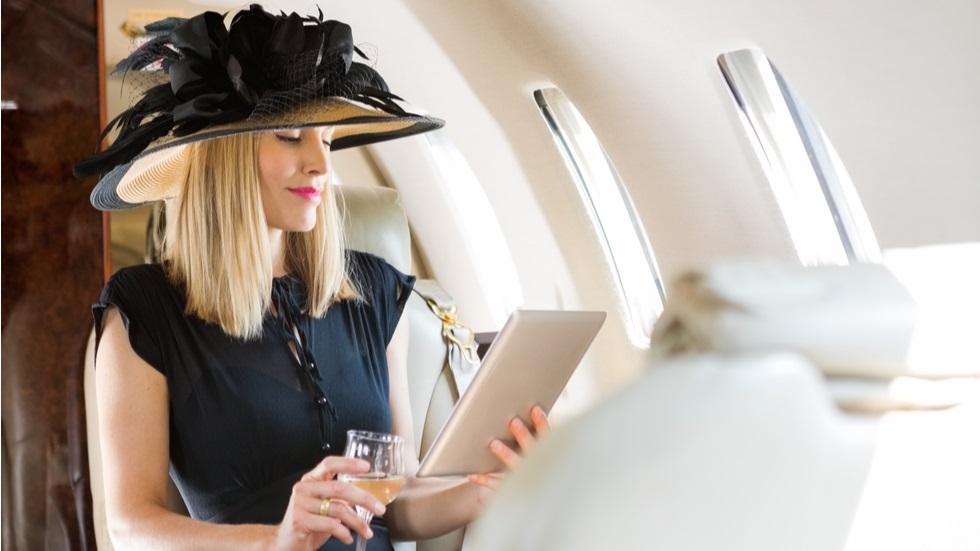De ce nu ar trebui să porți machiaj în timpul zborului cu avionul