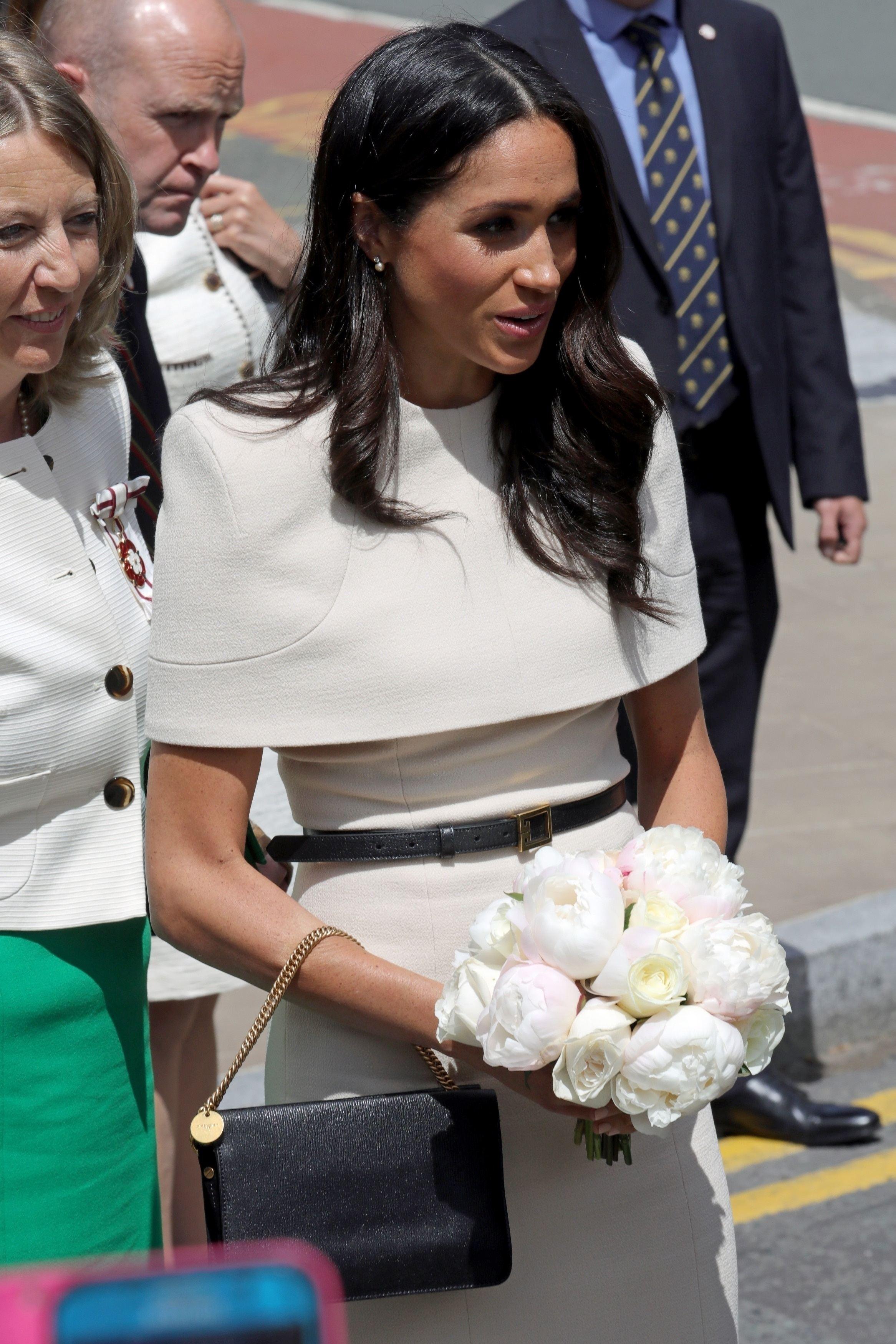 Cum S A îmbrăcat Meghan Markle La Nunta Nepoatei Prințesei Diana
