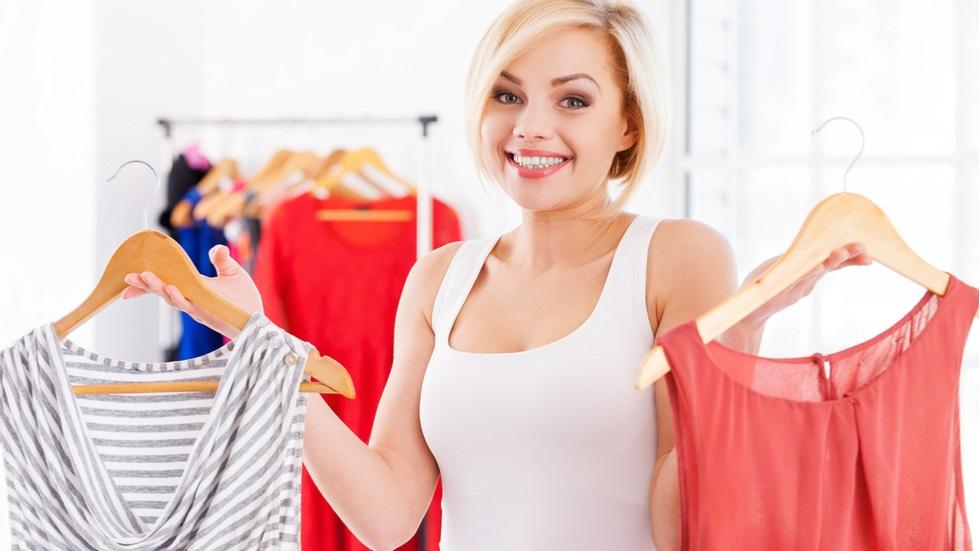 Piesele vestimentare pe care ar trebui să le eviți dacă ești mică de înălțime