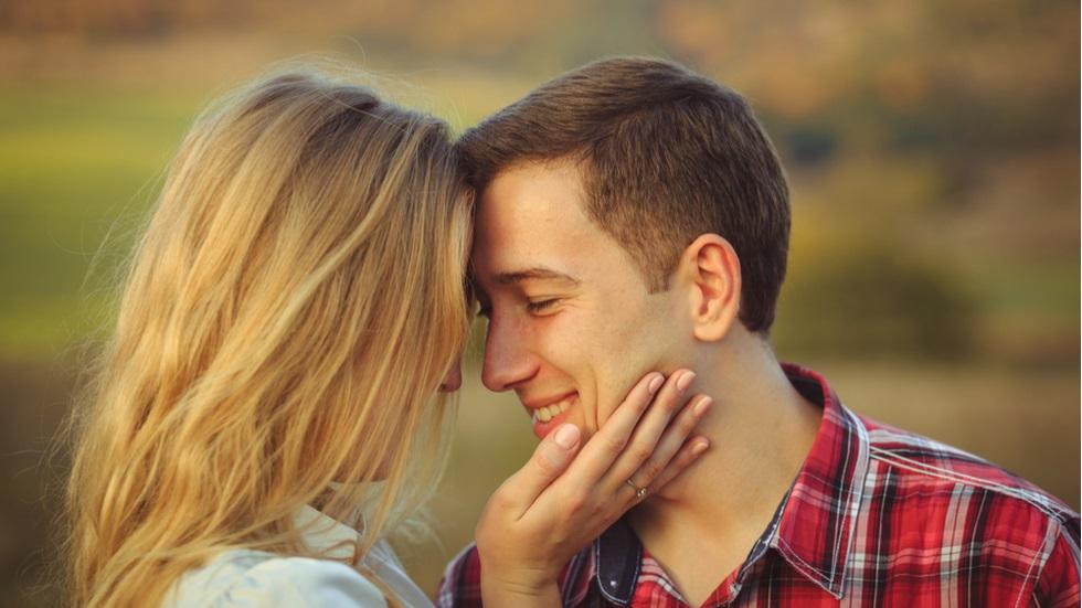 Zodiile care îți țin relația de cuplu departe de ochii curioșilor
