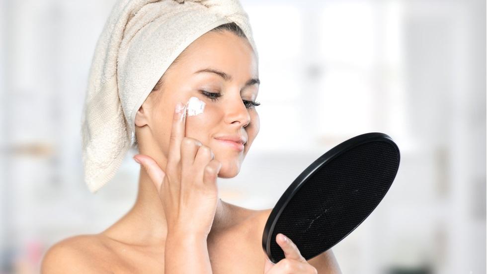 de ce nu ar trebui să aplici niciodată pastă de dinți pe zonele afectate de acnee