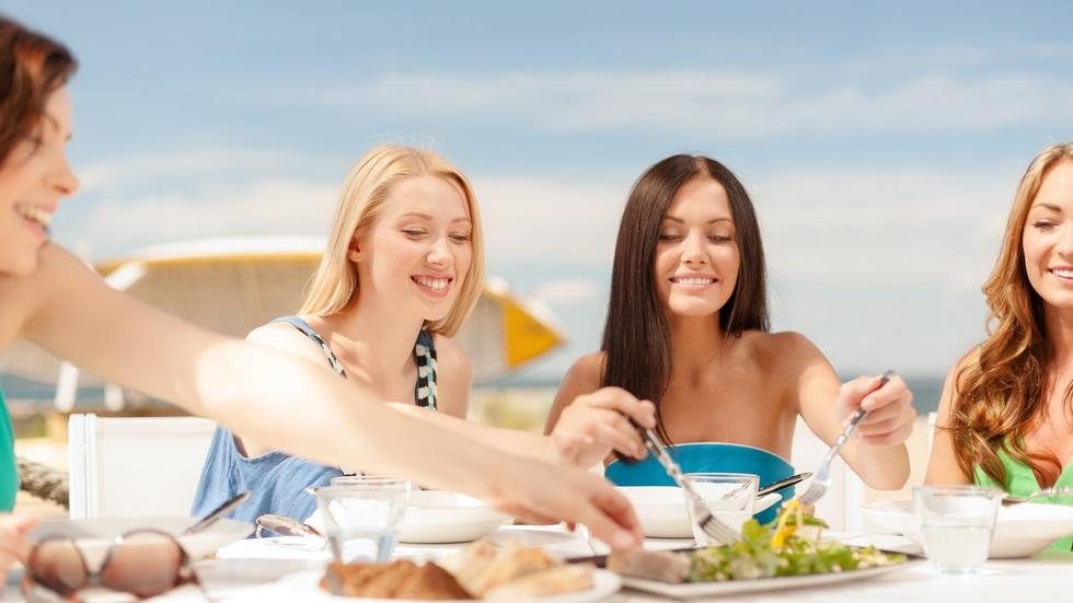 3 alimente pe care să le eviți atunci când mergi în vacanță