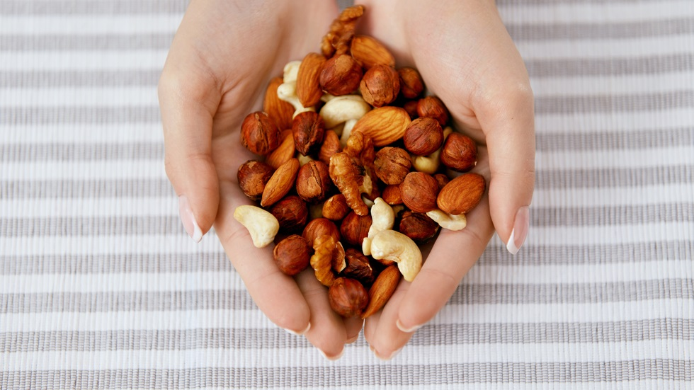 What amount of nuts should you eat daily to prevent Type 2