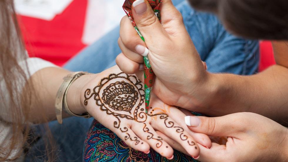 care sunt riscurile tatuajelor cu henna