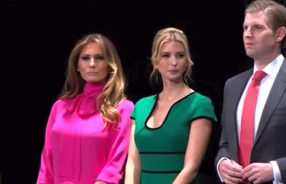 ce mesaje se ascund în spatele vestimentației Melaniei Trump
