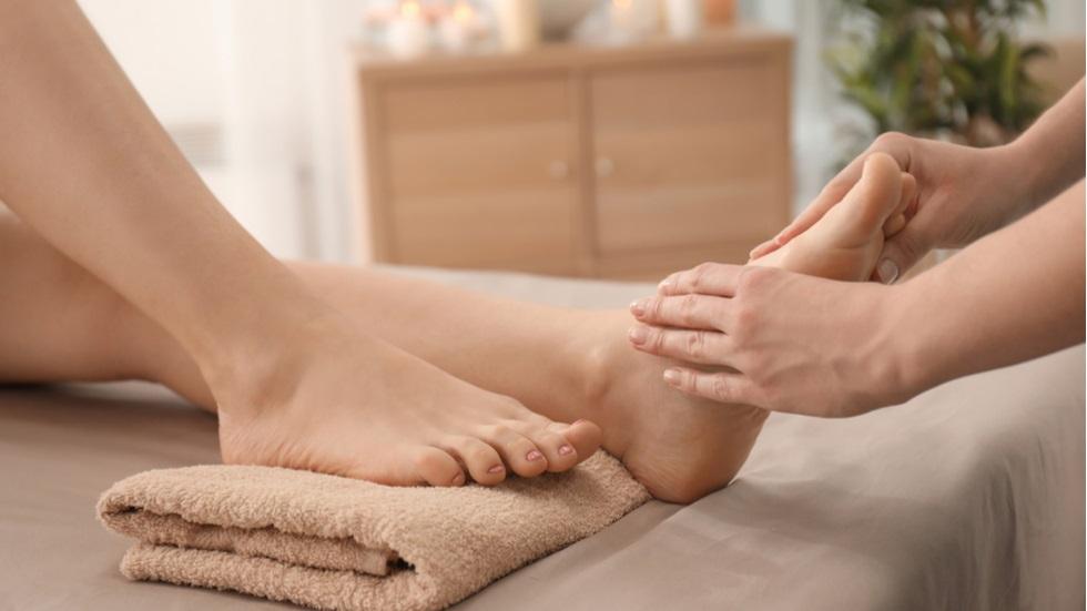 de ce este important să îți masezi picioarele înainte de culcare