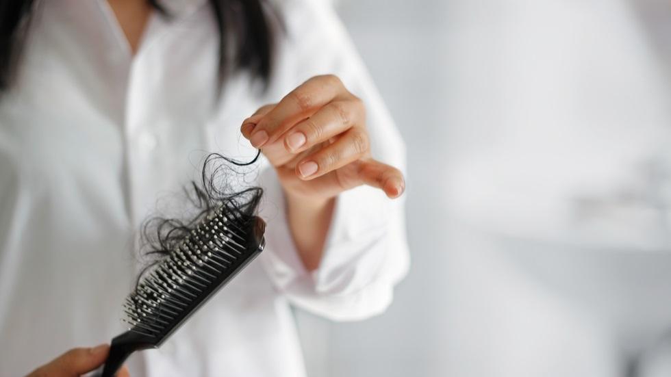 Uleiul care combate căderea părului în doar șase zile