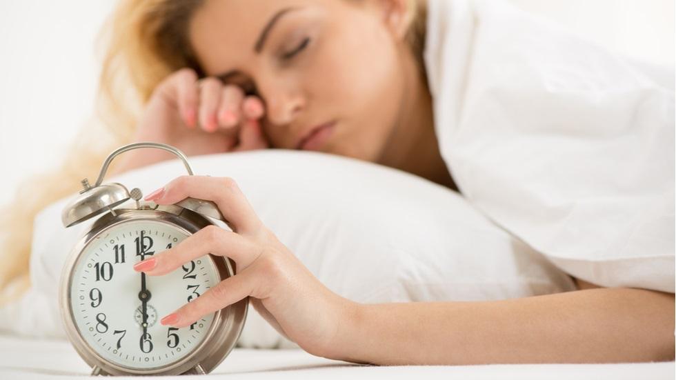 îți este aproape imposibil să te trezești dimineața