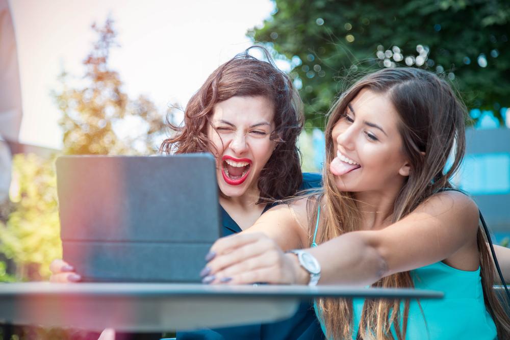 fericiţi pe reţelele sociale