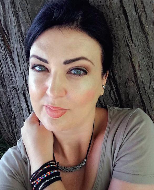 povestea femeii care s-a prăbușit și a renăscut din propria cenușă