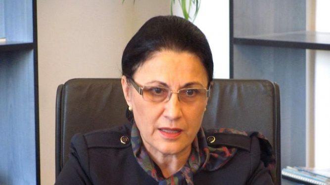 Ecaterina Andronescu vrea să scurteze vacanţa elevilor