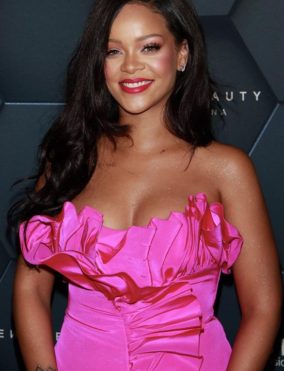 Rihanna și-a dat în judecată tatăl