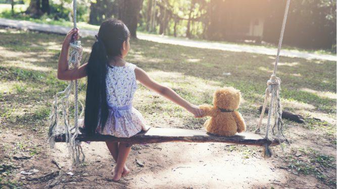 O fetita de 10 ani s-a sinucis