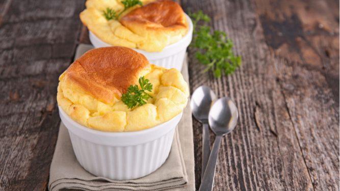 Sufleu de brânză cu albuș