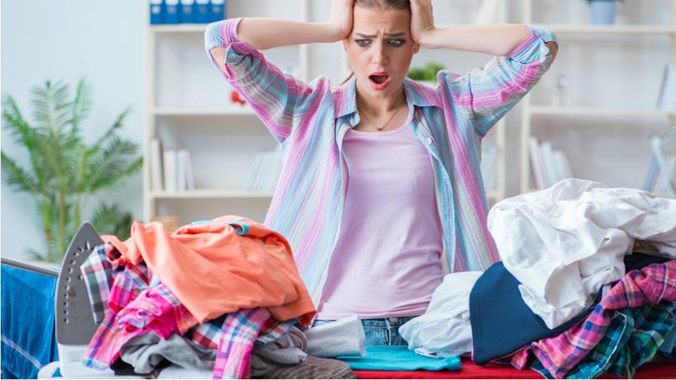 trucul simplu care te ajută să reduci la jumătate timpul pe care îl petreci călcând rufele