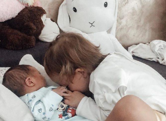Cum a reacționat fiica cea mare a Andreei Bălan când a cunoscut-o pe micuța Clara
