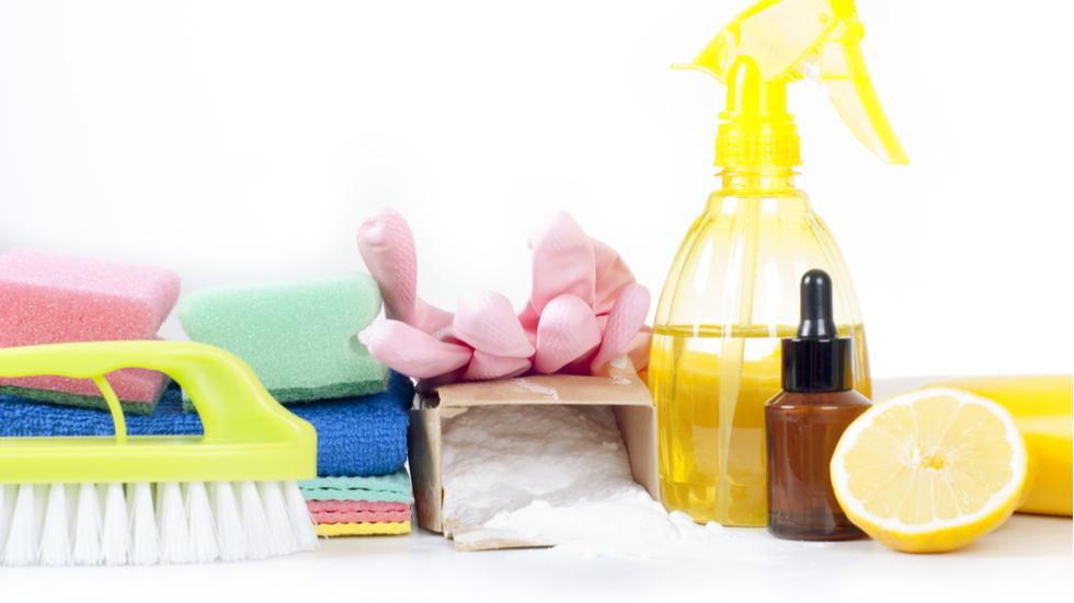 Cu ce înlocuiești produsele de curățenie