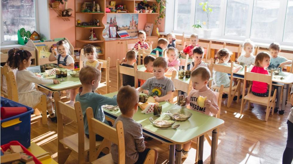 Un profesor este suspectat că ar fi otrăvit mâncarea elevilor