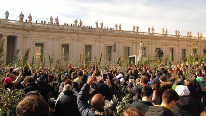 Un român a rostit una dintre rugăciunile slujbei oficiate de Papa Francisc