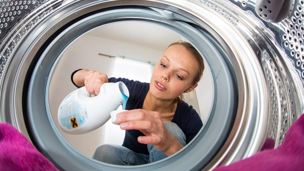 5 modalități în care îți deteriorezi hainele la curățat