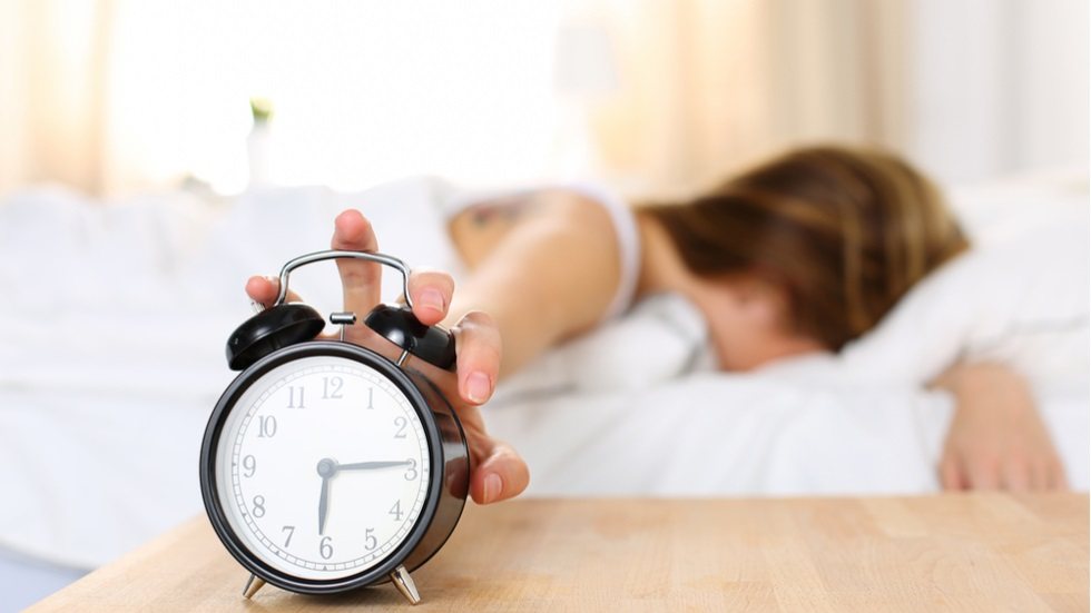 Cum să treci mai ușor peste o noapte nedormită