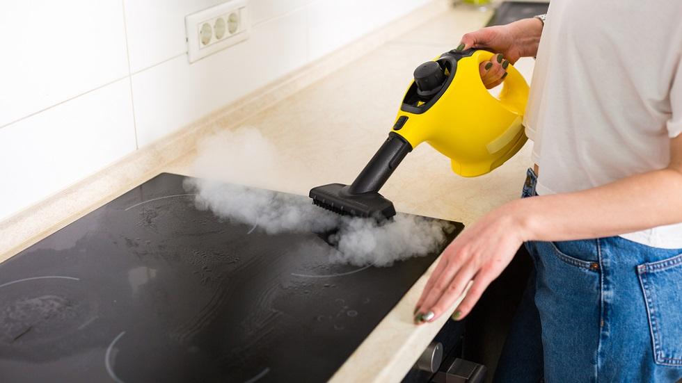 Curățarea cu aburi: de ce e preferată de tot mai mulți oameni